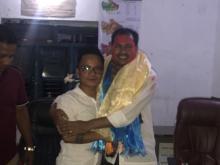 राकेश कुमार राउत लाई बिदाई गर्दै खनियाबास गाउँपालिकाका लिलामान तामाङ्ग