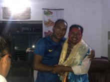 राकेश कुमार राउत लाई बिदाई गर्दै खनियाबास गाउँपालिकाका नायब सुब्बा दुर्गा शाही
